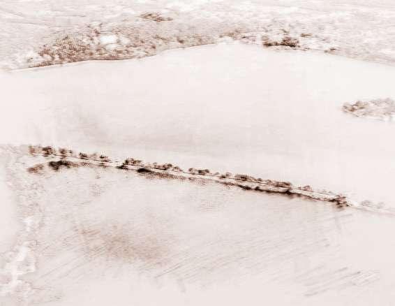 """【石林奇观】国家重点风景区。位于距昆明市区90公里的路南彝族自治县境内。是2.5亿年前大地构造运动留下的神奇杰作。石峰拔地而起,被誉为""""天下第一奇观""""。加之四季如春的气候、彝族撒尼风情,更是蜚声海内外。石林景区包括大小石林、乃古石林、芝云洞、奇风洞、长湖、月湖、大叠水7个景点,面积350平方公里。其中,大小石林景点石峰突兀,岩柱一般高达20~60米,形状奇诡,千姿百态,令人遐想联翩,构成了如""""阿诗玛""""、""""凤凰梳翅""""、""""双鸟渡食&quot"""