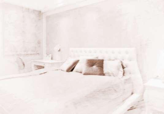 """卧室床头摆放风水禁忌 卧室床摆放风水有哪些禁忌 1.卧室床头摆放忌空隙:床头最好靠着墙壁或者实物摆放,在风水学上称为[靠山]。避免留有太大的空隙。否则容易使人产生幻觉,没有安全感,情绪低落。 2. 卧室床忌摆放在横梁下。床头不宜""""横梁压顶""""风水学认为这会对人的头部健康造成损害,如引发发晕,头痛,失眠以及其他脑部疾病等."""
