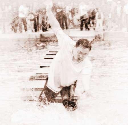 梦见和老公一起掉水里
