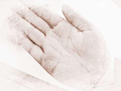 横财运旺的手相特征   怎么看横财运旺的手相特征   一、横财主要看手颈线   1、手颈线又名手腕线,此线出于手的颈部。手颈线通常有三条,此线完整而明朗者,显示其人身体健康,并有财富与幸福。   2、一个人的三条手腕线全部清晰明朗,而且在手腕线的第一条上出现花星,就显示此人财运不同凡响,有可能靠得横财而暴富。   3、看一个人的财运如何,主要看太阳丘(无名指下),此外可参照手颈线,如果一个人的太阳丘呈现沟谷状态且两旁峰丘耸起,其他丘也是掌峰明显,润泽发亮,手掌柔软且有弹性,而手颈线上有花星,此人财运必佳