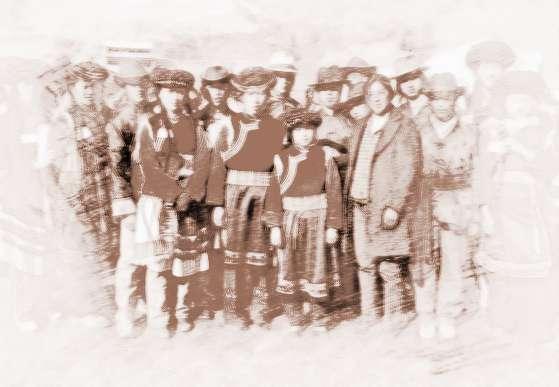 普米族百姓向土司领种份地时